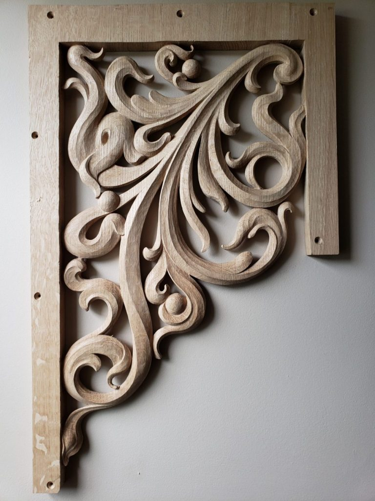 Wide pedal tower carving in oak for pipe organ with openwork inspired from Gothic flamboyant period bass side