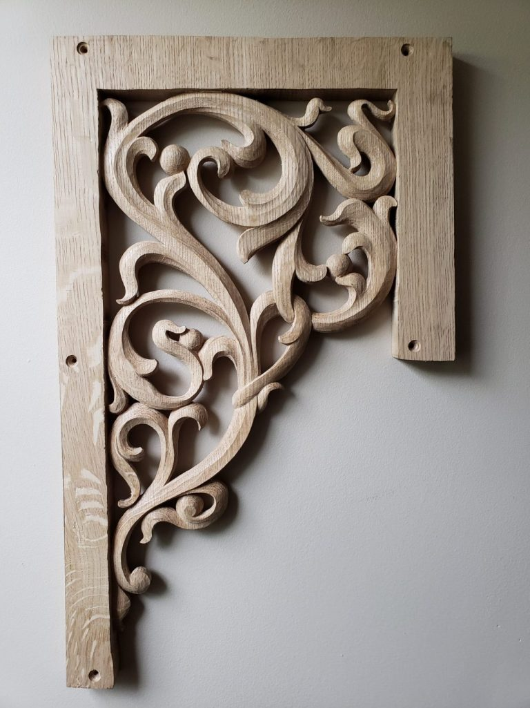 Lower flat pipe shade carving in oak for pipe organ with openwork inspired from Gothic flamboyant period bass side
