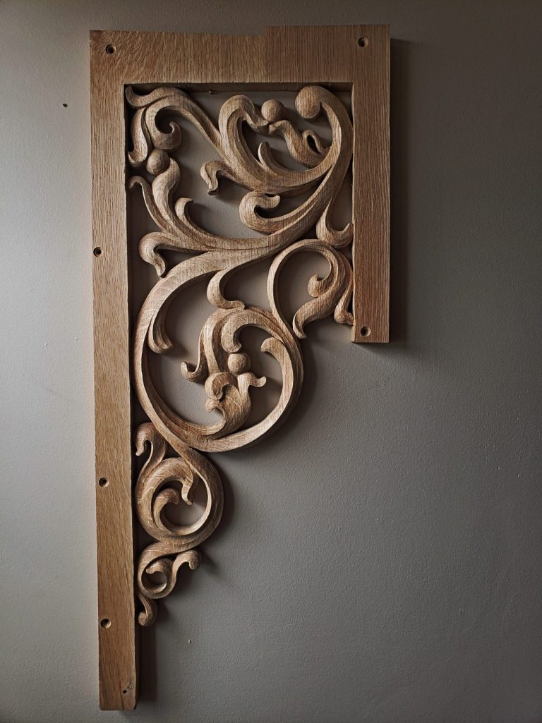 Narrow pedal tower carving for pipe organ with openwork inspired from Gothic flamboyant period bass side