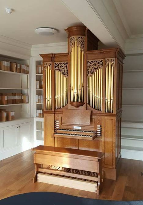 Newly built pipe organ with carvings in oak inspired from early Georgian period carved by Laurent Robert wood carver